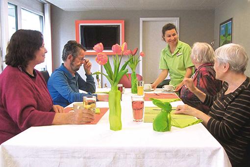 Betreuter Mittagstisch zur Entlastung und Unterhaltungsmöglichkeit